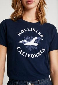 Hollister Co. - INCREMENTAL TECH CORE - Camiseta estampada - navy - 5