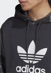 adidas Originals - CAMOUFLAGE HOODIE - Hoodie - grey - 4