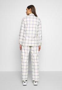 EDITED - VIANNA BLOUSE - Camisa - weiß/blau - 2