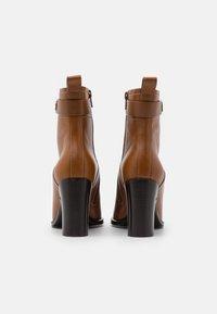 See by Chloé - Kotníková obuv na vysokém podpatku - cammello - 3