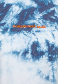 BDG Urban Outfitters - TIE DYE EMBROIDERED TEE UNISEX - Print T-shirt - blue - 2