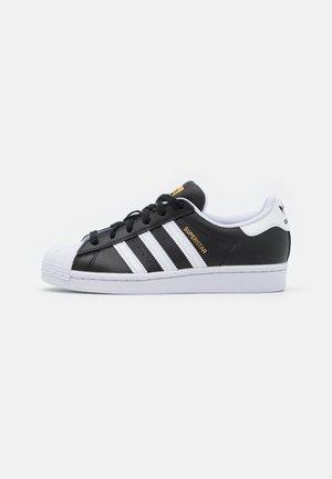 SUPERSTAR UNISEX - Sneakers basse - core black/footwear white/gold metallic
