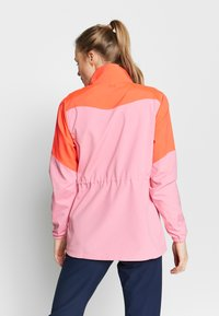 Under Armour - UA WINDSTRIKE FULL ZIP - Regnjakke / vandafvisende jakker - beta/lipstick