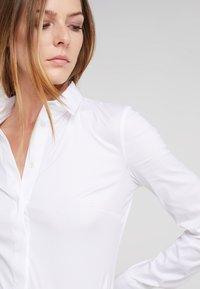 Patrizia Pepe - Button-down blouse - bianco - 4