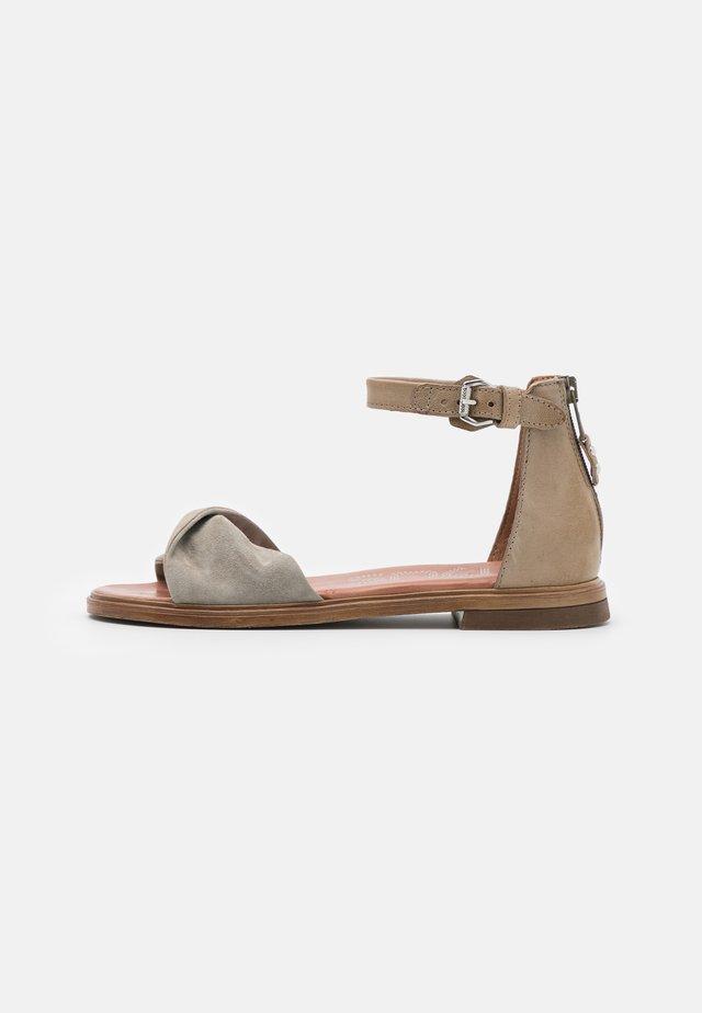 GRAM - Sandalen - kaki