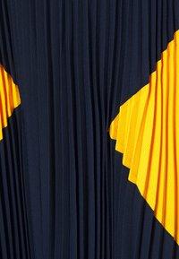 Steffen Schraut - PARIS PLEATED DRESS - Day dress - navy sun - 6