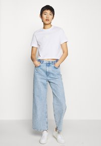 Calvin Klein Jeans - BADGE CROPPED TEE - Basic T-shirt - bright white - 1