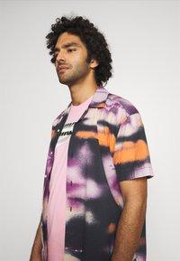 Nike Sportswear - TEE BRANDMARK - Print T-shirt - light arctic pink - 3