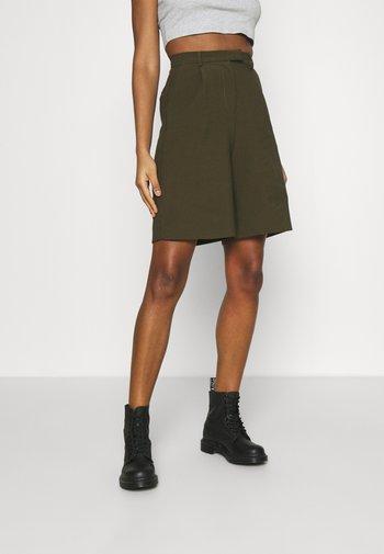 TAI - Shorts - green