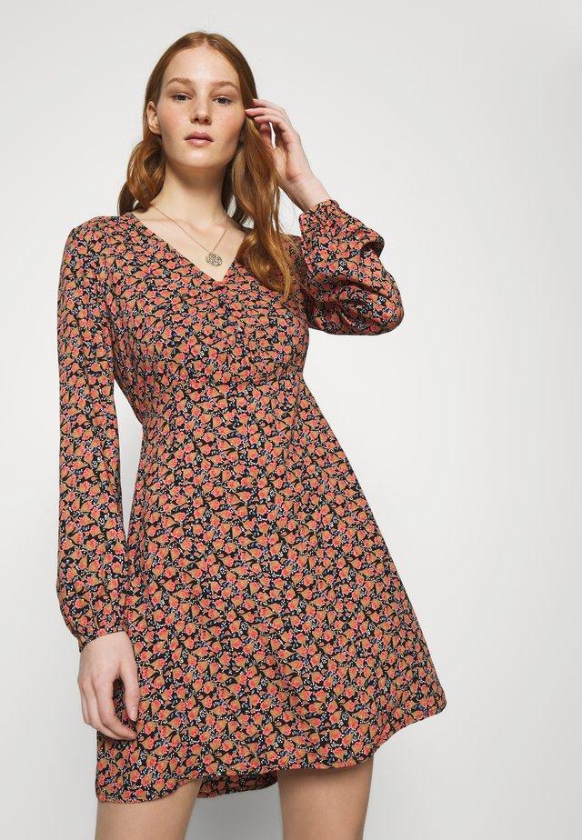 VMMILDA SHORT DRESS - Day dress - black/coral