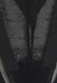 Ann Summers - THE VICTORIOUS SET - Trojúhelníková podprsenka - black - 7