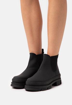 IREAN CHELSEA - Platåstøvletter - black