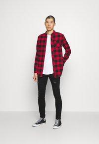 Only & Sons - ONSWARP DAMAGE - Slim fit jeans - black denim - 1