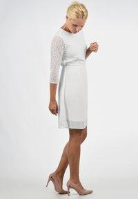 Vero Moda - SPITZENKLEID EVE - Cocktail dress / Party dress - snow white - 1