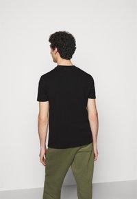 KARL LAGERFELD - CREWNECK - T-shirt con stampa - black - 2