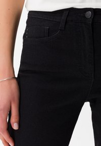 BRAX - STYLE SHAKIRA - Slim fit jeans - clean black - 3