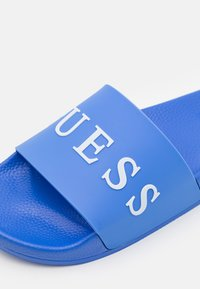 Guess - SLIDES - Sandály do bazénu - adventure blue - 5
