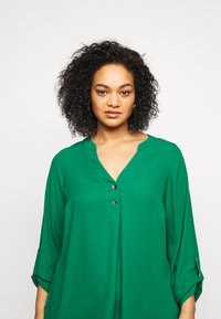 Dorothy Perkins Curve - CURVE PLAIN ROLL SLEEVE  - Long sleeved top - green - 4
