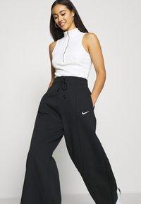 Nike Sportswear - FLC TREND HR - Joggebukse - black/white - 3