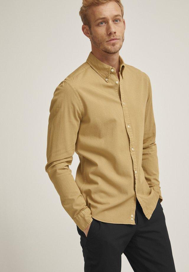 MILTON  - Overhemd - camel melange