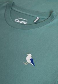 Cleptomanicx - EMBRO GULL - Print T-shirt - north atlantic - 2