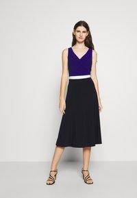 Lauren Ralph Lauren - 3 TONE DRESS - Robe en jersey - navy/white - 0