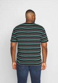Common Kollectiv - PLUS STRIPED LOGO SHORT SLEEVE TEE - Print T-shirt - black