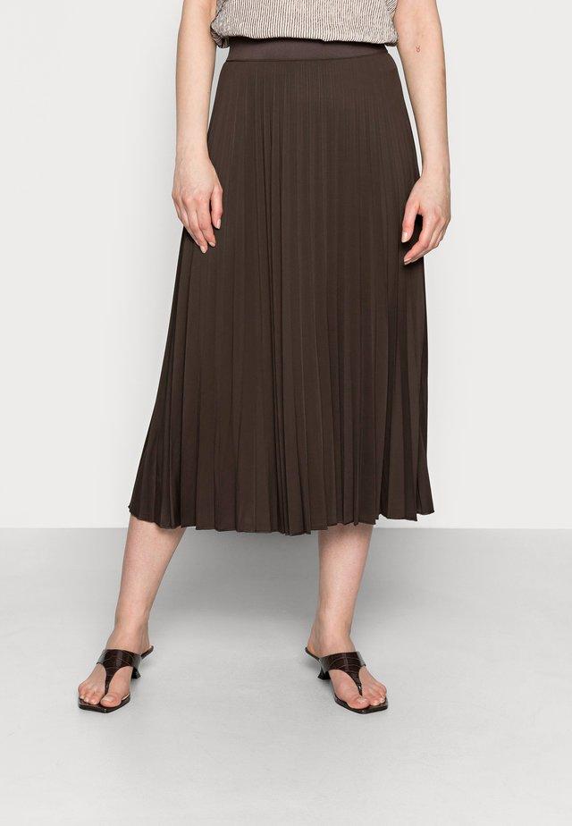 OMYLA - Plisovaná sukně - chocolate