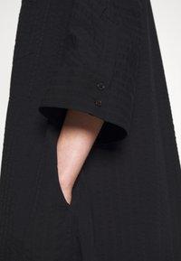 Henrik Vibskov - FUNNEL SHIRTDRESS - Denní šaty - black - 5