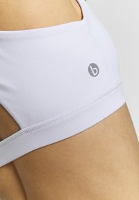 Cotton On Body - WORKOUT CUT OUT CROP - Sujetadores deportivos con sujeción ligera - white - 4