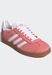 adidas Originals - GAZELLE SHOES - Sneakers laag - red - 3