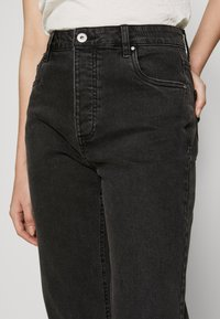 Cotton On - HIGH STRETCH - Straight leg jeans - stonewash black - 4