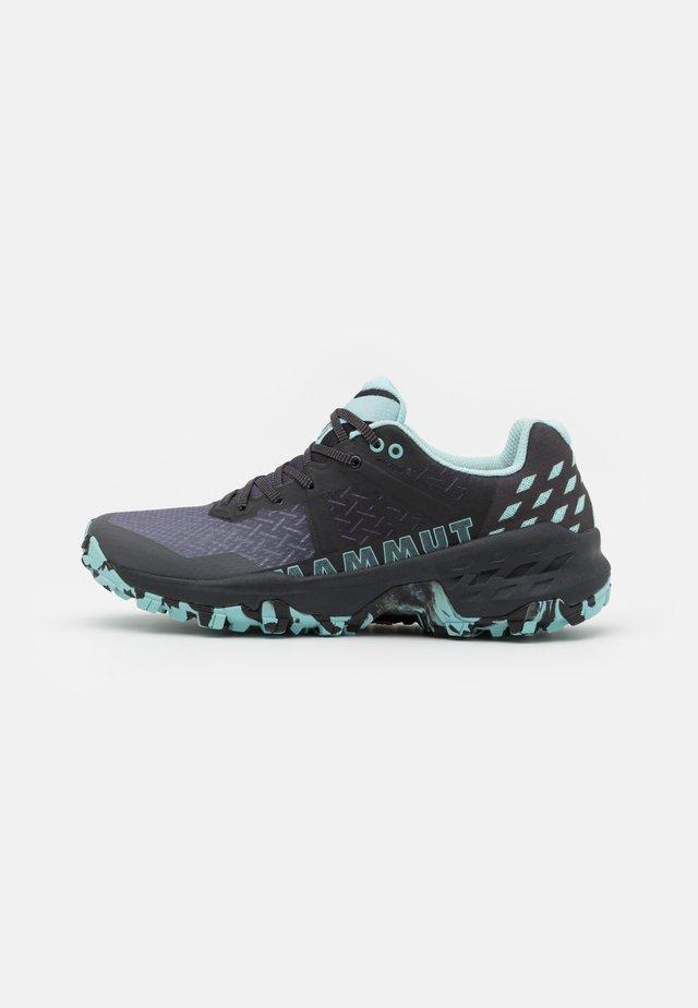 SERTIG II LOW WOMEN - Chaussures de marche - black/dark frosty
