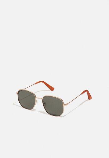 BRAUSS - Sunglasses - gold-coloured/green