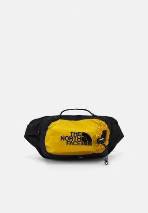 BOZER HIP PACK III  L UNISEX - Bum bag - arrowwood yellow/black