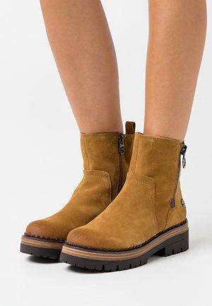 Platform ankle boots - mustard