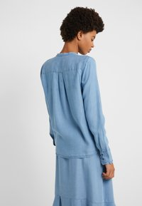 Bruuns Bazaar - LAERA SARI SHIRT - Button-down blouse - dawn blue - 2