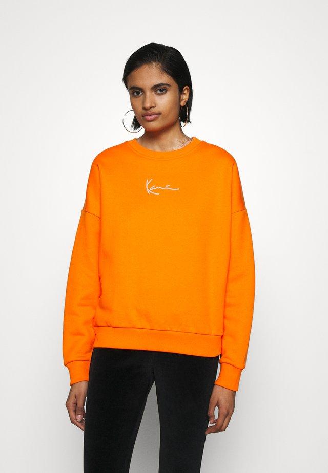 SMALL SIGNATURE CREW - Bluza - orange