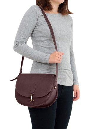 WIEBKE - Across body bag - burgundy