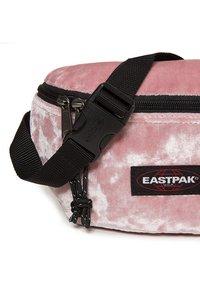Eastpak - SPRINGER - Bum bag - rose - 4