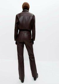 Uterqüe - Leather trousers - bordeaux - 2