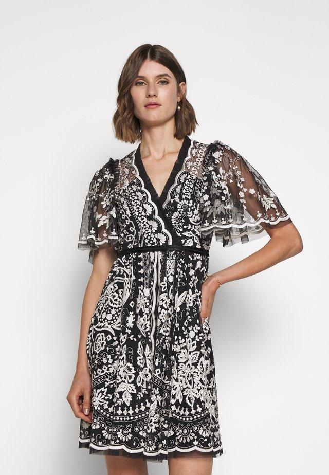 TRUDY BELLE MINI DRESS - Sukienka koktajlowa - graphite/champagne