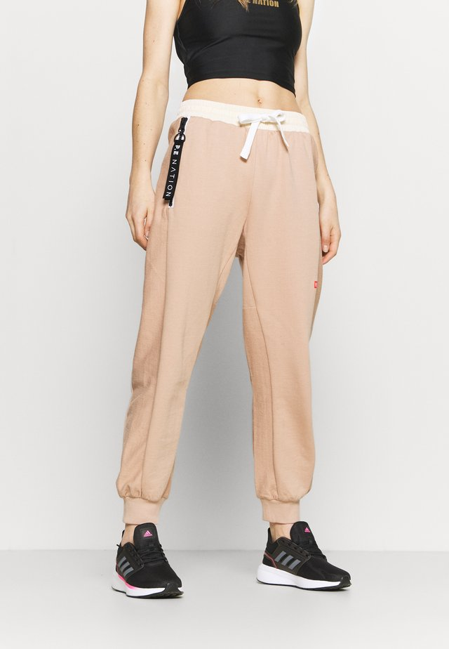 REGAIN TRACK PANT - Trainingsbroek - nude