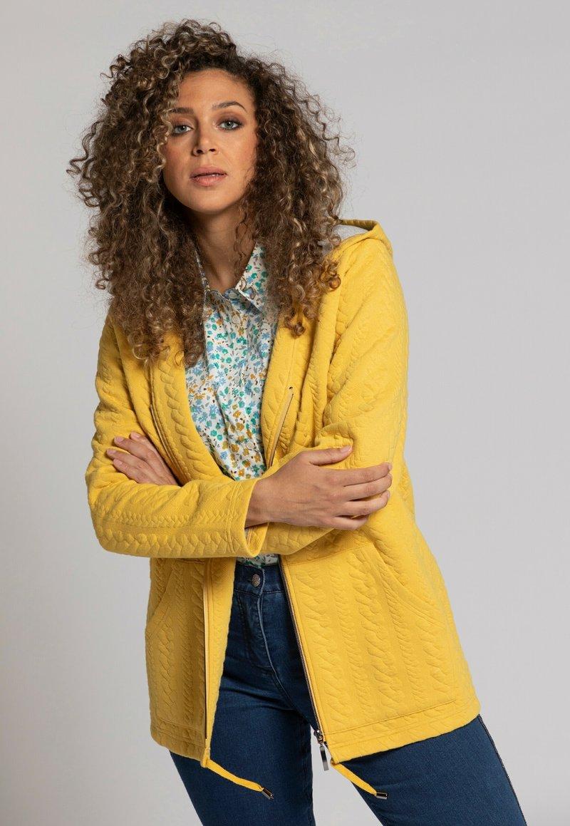 Ulla Popken - Zip-up sweatshirt - jaune moutarde clair
