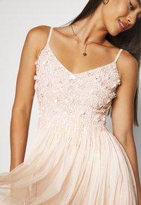 Lace & Beads - RIRI MIDI DRESS - Koktejlové šaty/ šaty na párty - nude - 5