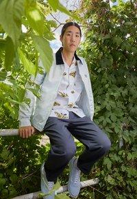 Obey Clothing - TIE DYE WORK JACKET - Kevyt takki - good grey - 1