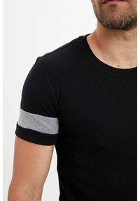 DeFacto - Basic T-shirt - black - 3