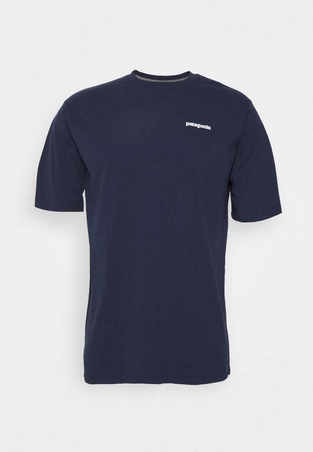 LOGO RESPONSIBILI TEE - Print T-shirt - classic navy