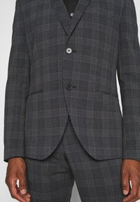 Isaac Dewhirst - BOLD CHECK 3PCS SUIT - Completo - dark blue - 8