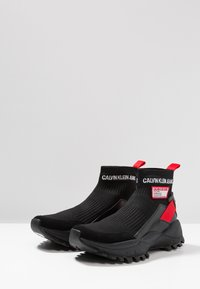 Calvin Klein Jeans - TRAY - Sneakersy wysokie - black/tomato - 2